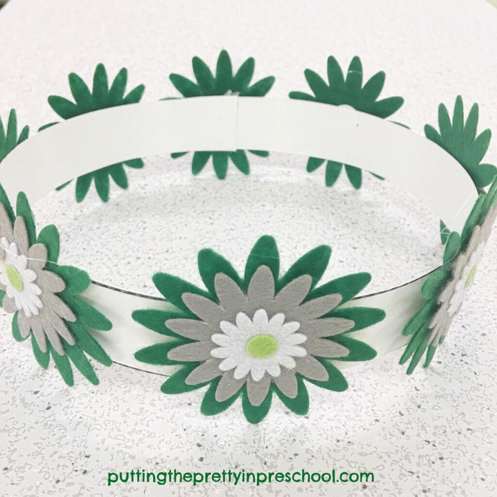 Daisy crown with felt flowers.