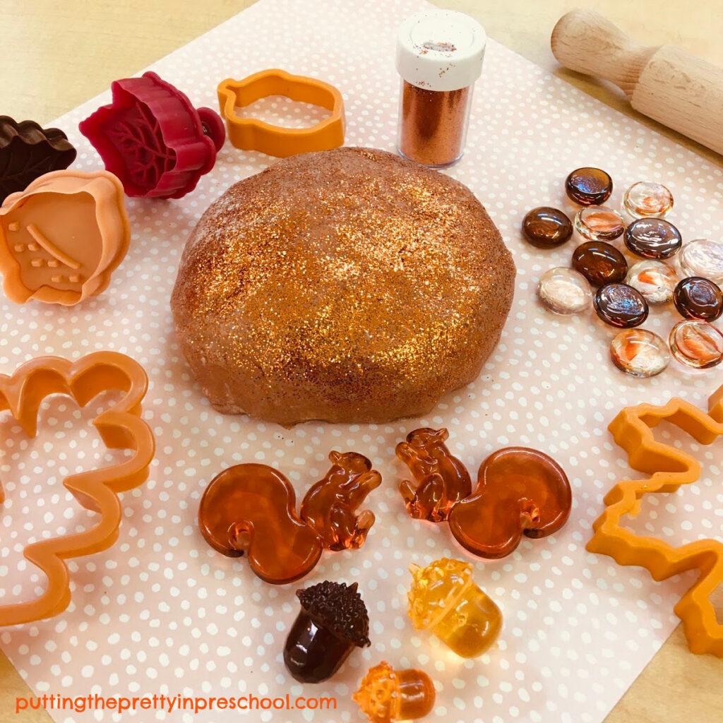 Fall-themed playdough tray with pumpkin playdough.