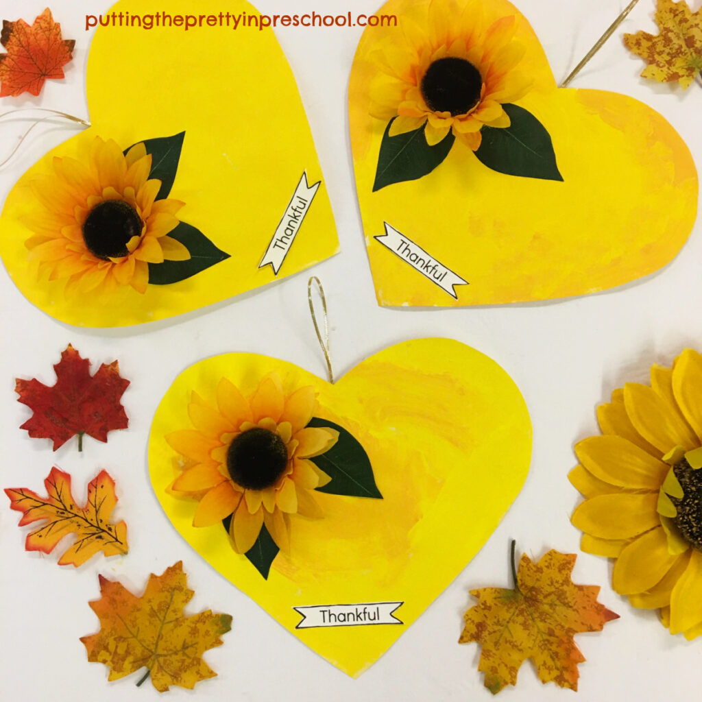 A bright and cheery Thanksgiving Day craft.